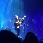Így énekelte Sting David Bowie lehengerlő dalát