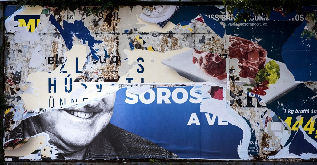 e_! - hvg év képei 2017 nagyítás - faz.17.07.12. - Letépett Soros György plakátok Budapest belvárosában július 12-én.