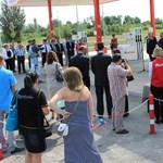 Önti a pénzt a magyar gazdaságba az Auchan