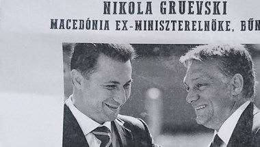 Közterületi plakátokon körözik Gruevszkit - fotó
