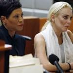 Lindsay Lohan szerint mindenkinek ki kéne állnia Harvey Weinstein mellett – videó