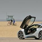 A Tesla S Modell helyett inkább egy BMW i8 kéne? (videó)