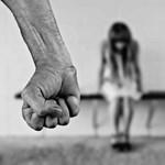 Brutálisan vertek meg egy 15 éves lányt az egész iskola előtt Hatvanban