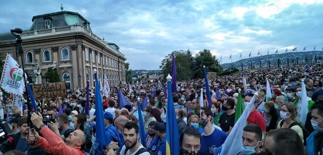 tg.20.07.24. index tüntetés, Momentum, index.hu, karmelita kolostor, vár, Szabad ország, szabad sajtó! Tüntetés a magyar sajtószabadságért