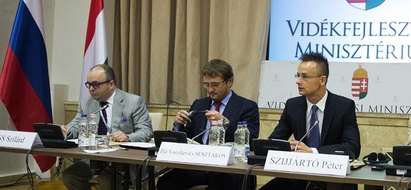 Mindent ütő orosz diplomatarendszámmal furikázik a volt moszkvai attasé