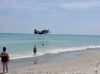 Strandon szállt le egy II. világháborús repülő – videó