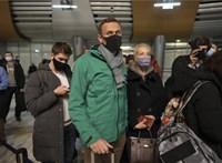 Hazaérkezése után egyből őrizetbe vették Navalnijt az orosz hatóságok