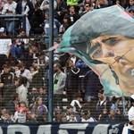 Maradona holttestével fotózkodtak, posztolták is a képeket