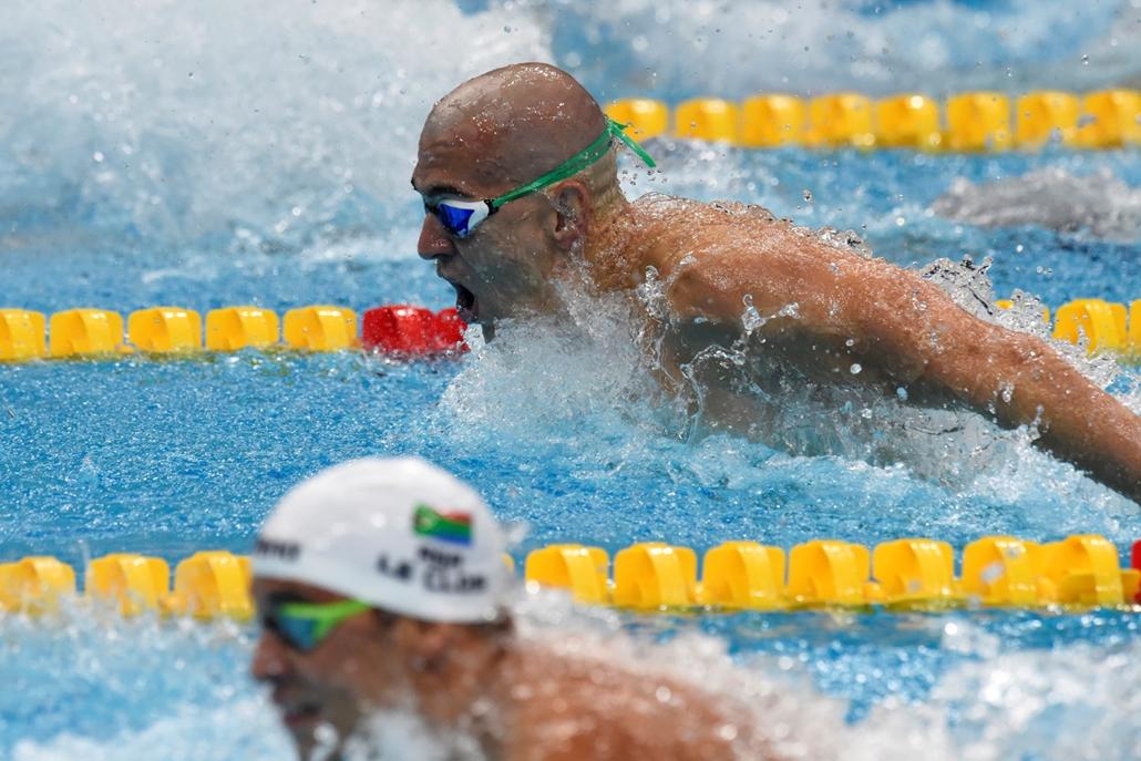 rev.17.07.26. - FINA nagyítás -  Cseh László és Chad Le Clos a férfi 200 méteres pillangó töndőjében. La Clos elsőként, Cseh másodikként végzett