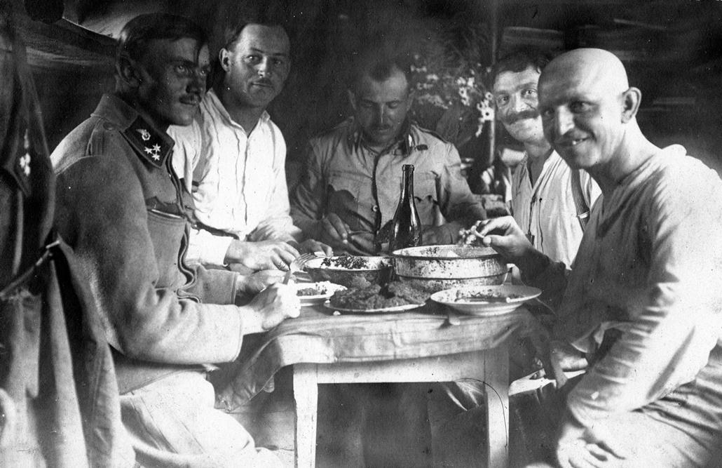 NE használd_! - Magyar fotográfusok háborús képei 100 éve és ma - nagyítás - Tábori élet - 1916.