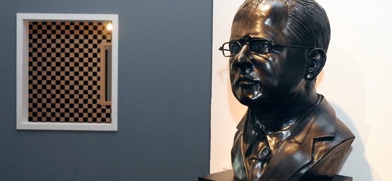 A Kósa Lajos szobrát őrző múzeumot ajánlották fedezetként a BMW debreceni gyárának