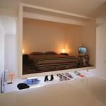 Hálószoba a plafonon