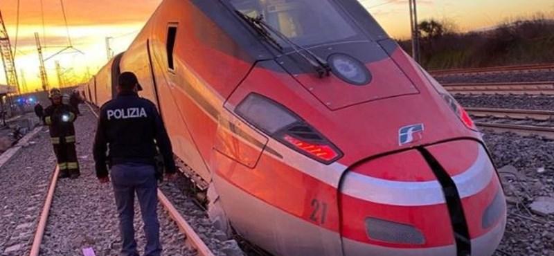 Kisiklott egy vonat Olaszországban, többen meghaltak