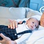 Karján a legkisebb unokájával kívánt boldog karácsonyt Orbán