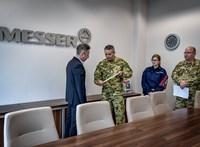 Járványbevetésen a katonák: segíteni jöttek, de beszállnak őrizni és védeni is, ha kell