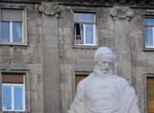Leöntötték a Parlament melletti Kossuth-szobrot