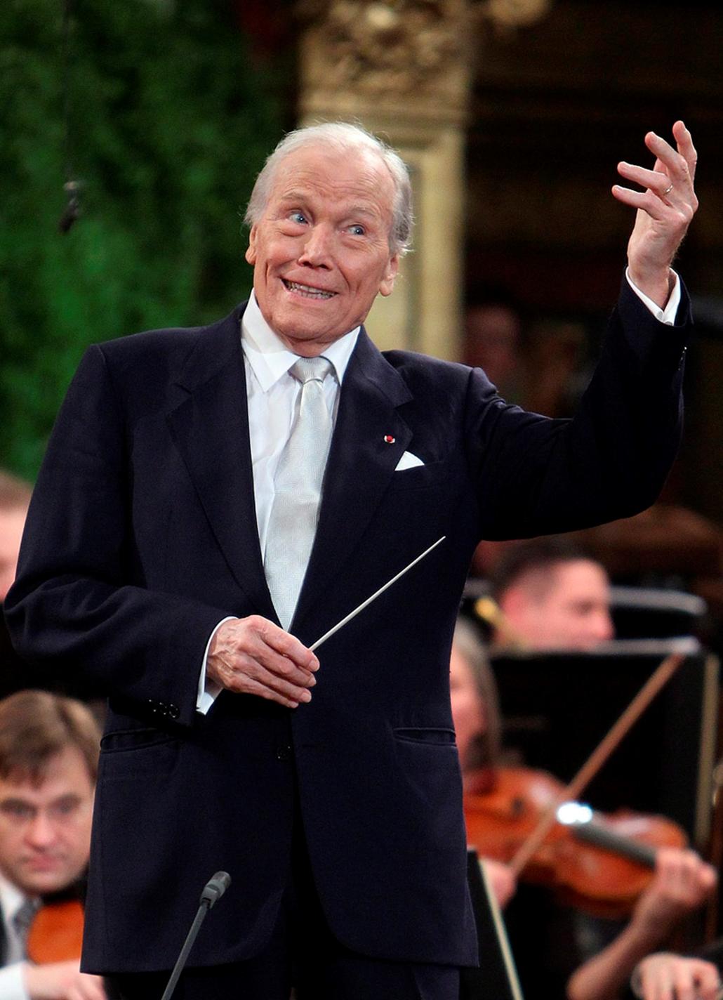Georges Pretre francia karmester 2010. január 1-jén, a bécsi Musikverein koncerttermében tartott hagyományos bécsi újévi hangversenyen a Bécsi Filharmonikusokat vezényli, amit 72 ország televíziós csatornái közvetítenek.