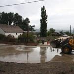 Szürkeiszap-ömlést okozott az eső Esztergomban - fotók