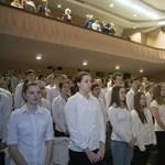 Fel kell-e állni, ha egy rendezvényen elszavalják a Himnuszt? Ön szerint? Szavazzon!
