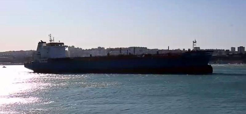 Elszabadult egy tanker a spliti kikötőben - videó