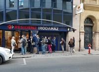 Az utcán állt a sor a Fundamenta-ügyfélszolgálat előtt a nyitásra várva