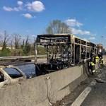 Felgyújtott a sofőrje egy iskolabuszt Milánónál