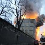 Brutálisan nagy lángokkal égett reggel a Soroksári úti raktár – videó
