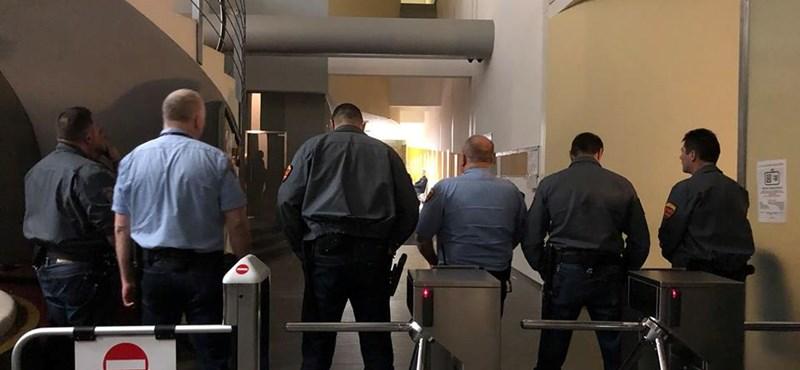Szeptember végén hirdetnek ítéletet az MTVA-székházban akciózó képviselők ügyében