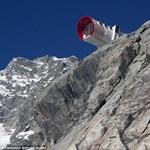 Szakadék szélére került egy hotel az Alpokban - Képek!