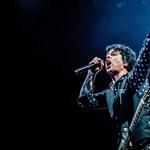 Nem tud megülni a fenekén a Green Day frontembere – csinált egy másik zenekart (videó)