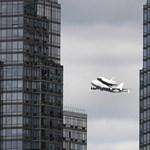 Űrrepülő szállt át New York felett - videó