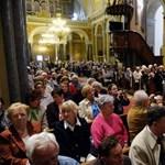 Sokaknak pótszék sem jutott az Orbánért celebrált szentmisén