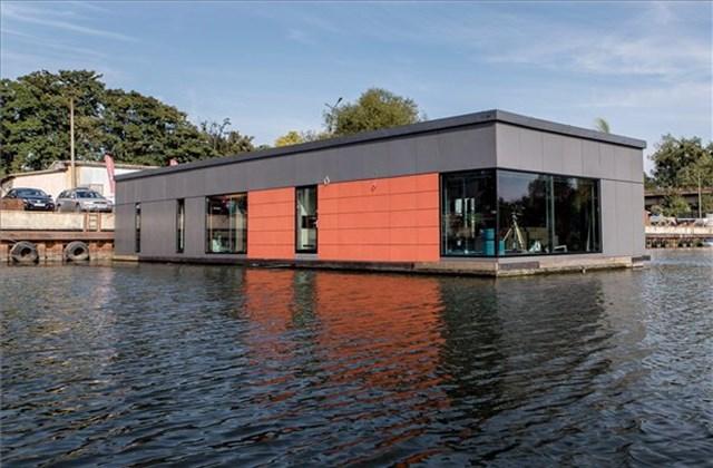 Vízre épült ház