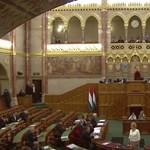 Magyar politikusok diploma nélkül: egyetemi végzettség nem kell a karrierhez?