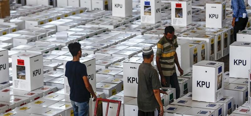 Belehalt a kimerültségbe több száz szavazatszámláló Indonéziában
