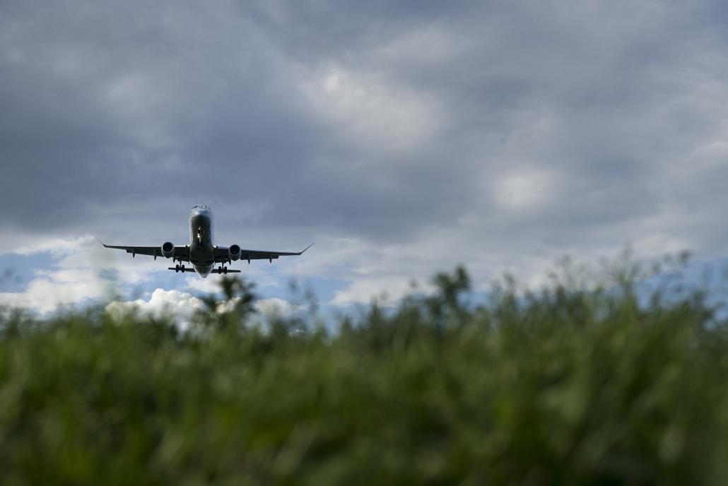 afp.15.05.10. - Arlington, USA: repülőgép a Gravelly Point Park felett - 7képei, repülő