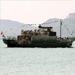Lerobbant hajó legénységét mentették ki a Balatonból