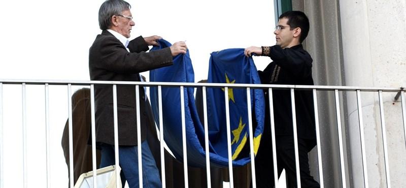 Eljárást indított a rendőrség az uniós zászló leszedése miatt