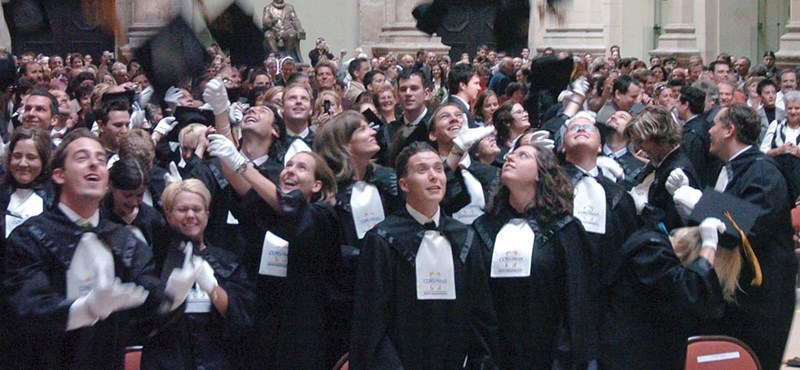Rosszul járnak a végzős egyetemisták: már rájuk is vonatkozik az új szabály