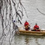 Gumicsónakról esett a jeges Tiszába három szír férfi