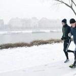 Fotó: Boris Johnson és Szijjártó együtt futott a hóesésben a Margitszigeten