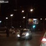 Horrorgázolást élt túl egy orosz gyalogos – videó