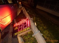 Egy ittas nő kidöntötte a sebességmérő oszlopot Veszprémben