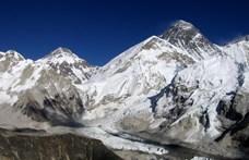 16 szerencsétlenül járt hegymászó holttestét hozzák le a Mount Everestről