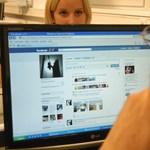 Gyerekessé tesz minket a Facebook és a Twitter