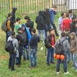 Átlátszó: Több pénzt költ a kormány a bevándorlásellenes kampányra, mint a roma felzárkóztatásra