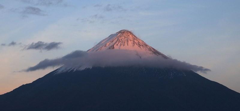 Kitört egy vulkán a koronavírus miatt nehéz helyzetben levő Ecuadorban
