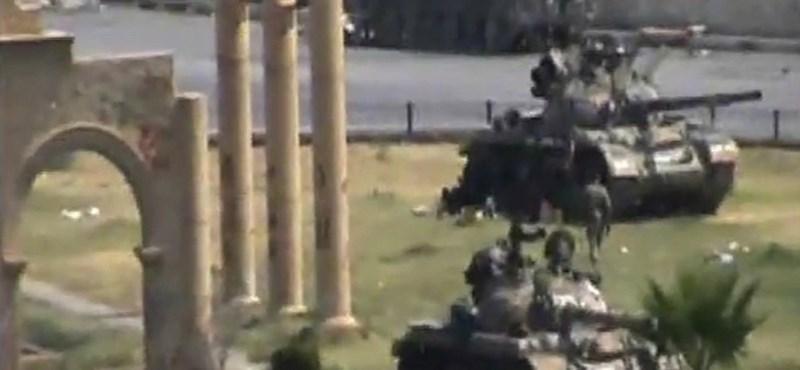 Fotó: Harckocsikból lőttek civilekre a szíriai Hamában