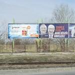Feljelentette a kormány plakátkampányát a DK a Nemzeti Választási Bizottságnál