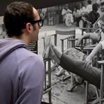 Új gazdája lesz Audrey Hepburn legendás ruhájának - videó